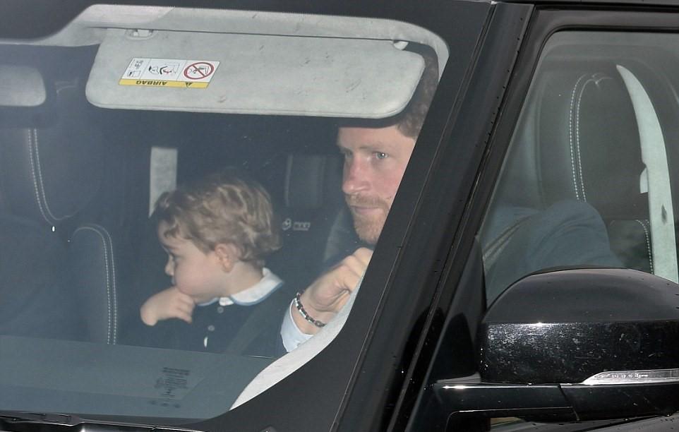 Kate Middleton, abito Luisa Spagnoli nell'auto con George3