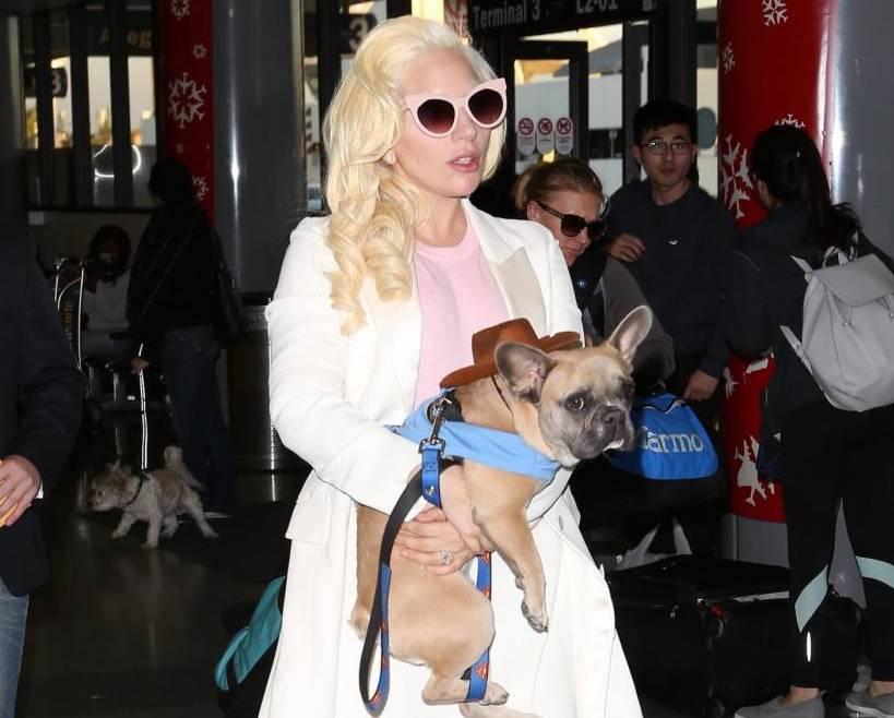 Lady Gaga, tacchi vertiginosi e gambe in vista FOTO