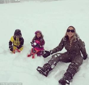Mariah Carey gioca a palle di neve con i gemelli3