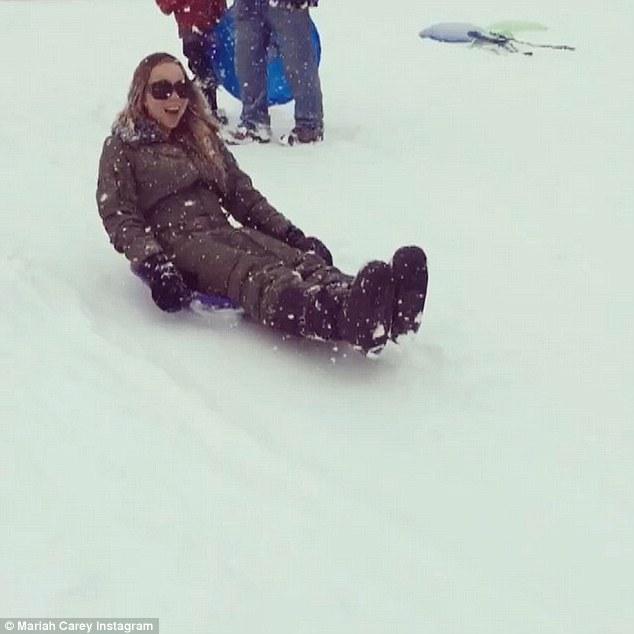 Mariah Carey gioca a palle di neve con i gemelli2