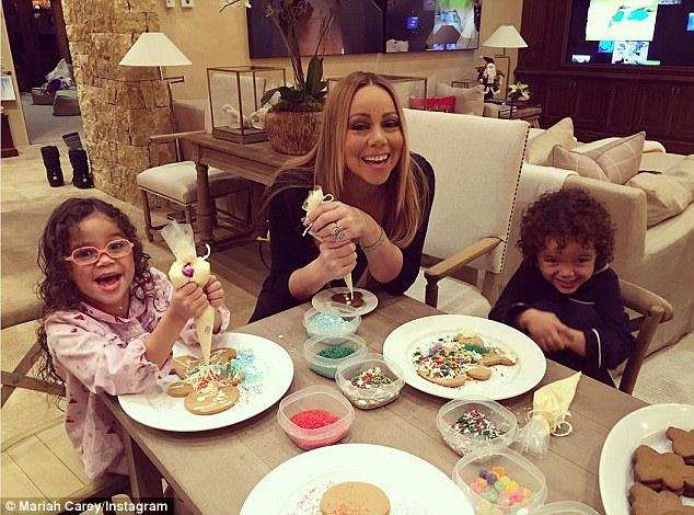 Mariah Carey gioca a palle di neve con i gemelli9
