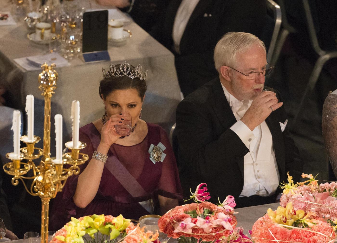 Nobel, principessa di Svezia incinta con abito a vita alta4