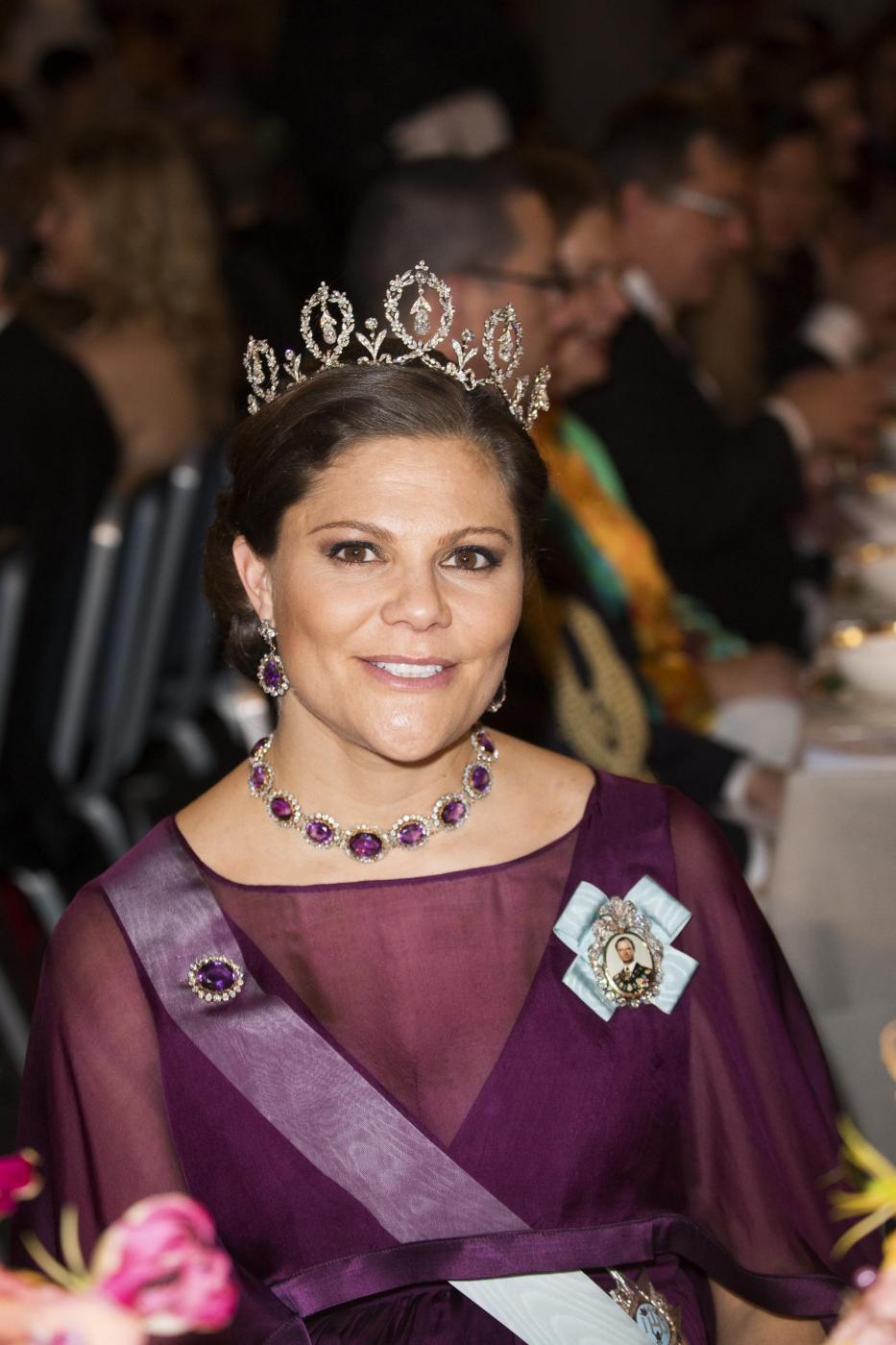 Nobel, principessa di Svezia incinta con abito a vita alta