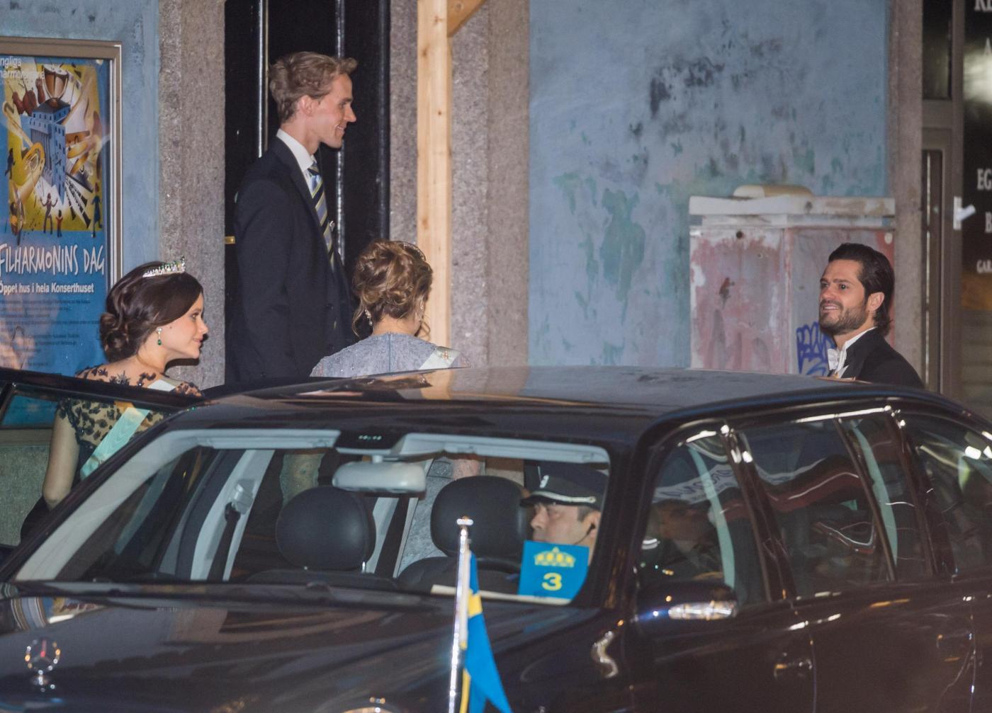 Nobel, principessa di Svezia incinta con abito a vita alta10