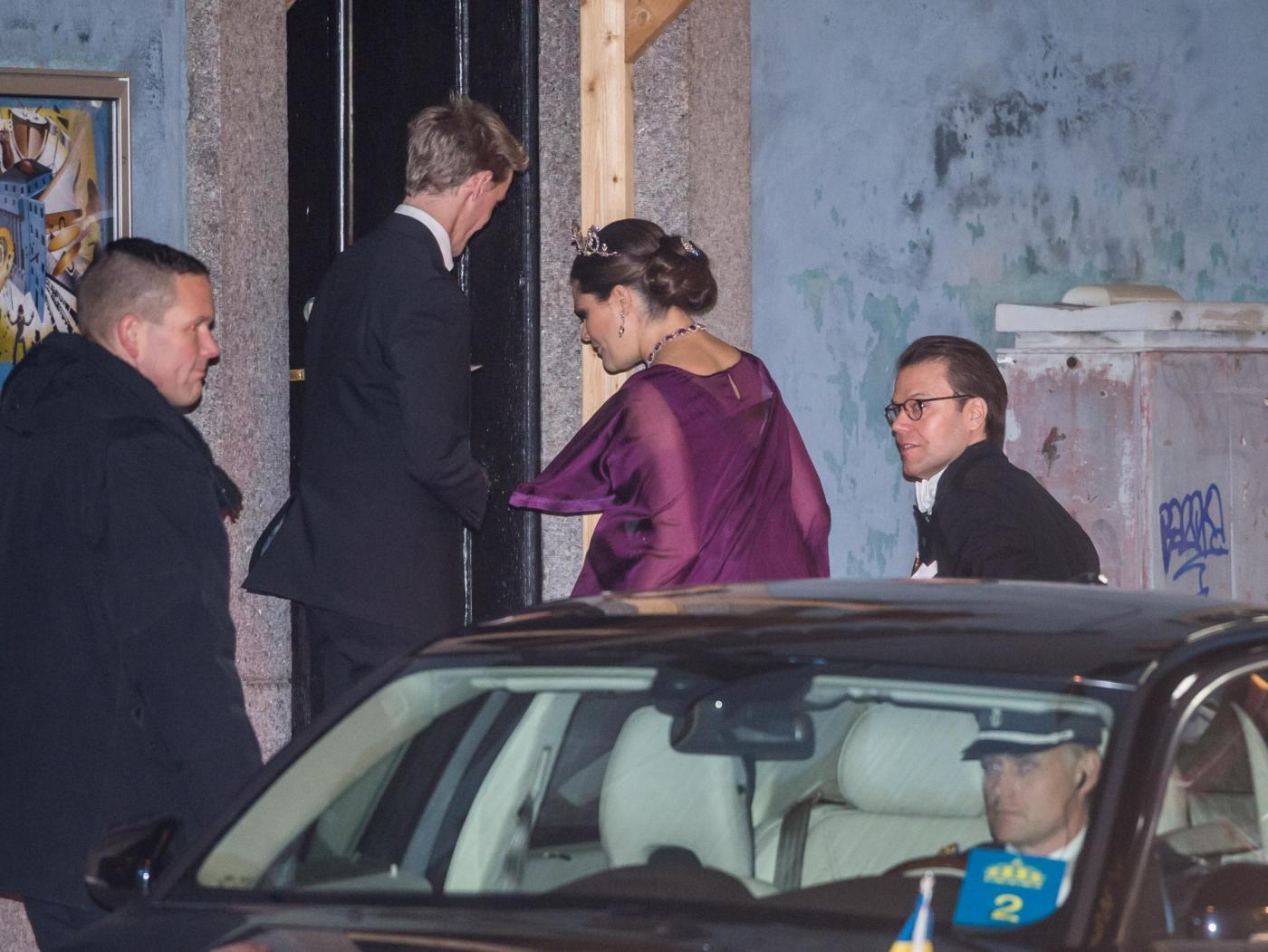 Nobel, principessa di Svezia incinta con abito a vita alta8
