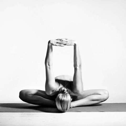 Nude Yoga Girl, FOTO senza veli fanno impazzire fan su Instagram3