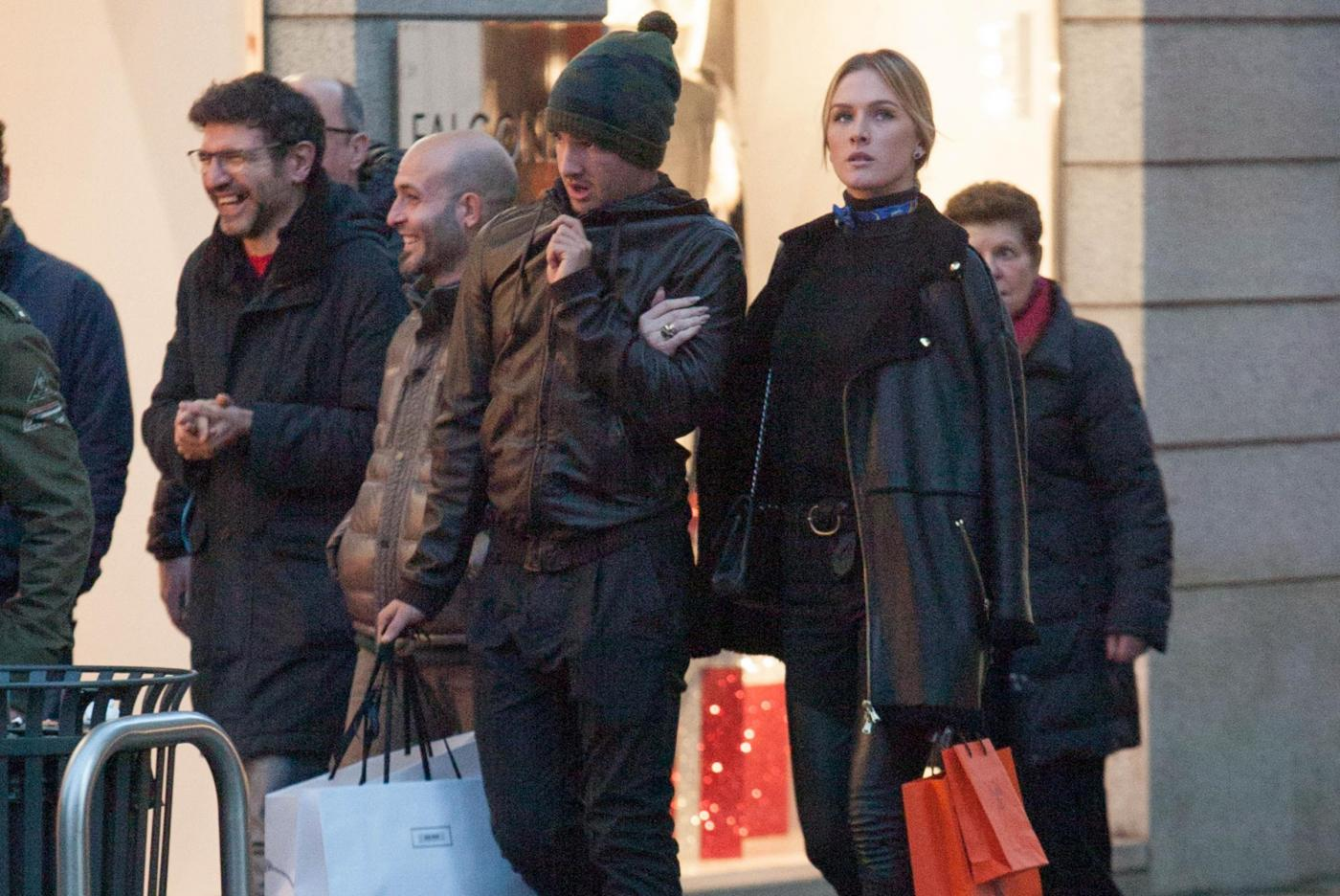 Pato, shopping a Milano con fidanzata Fiorella Mattheis10
