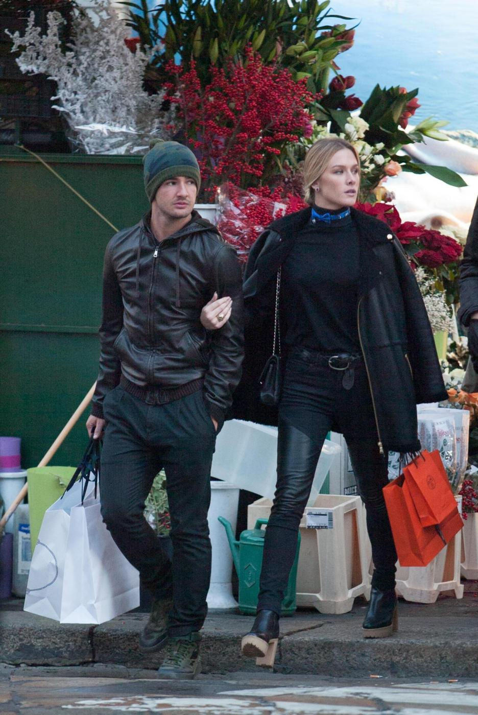 Pato, shopping a Milano con fidanzata Fiorella Mattheis3