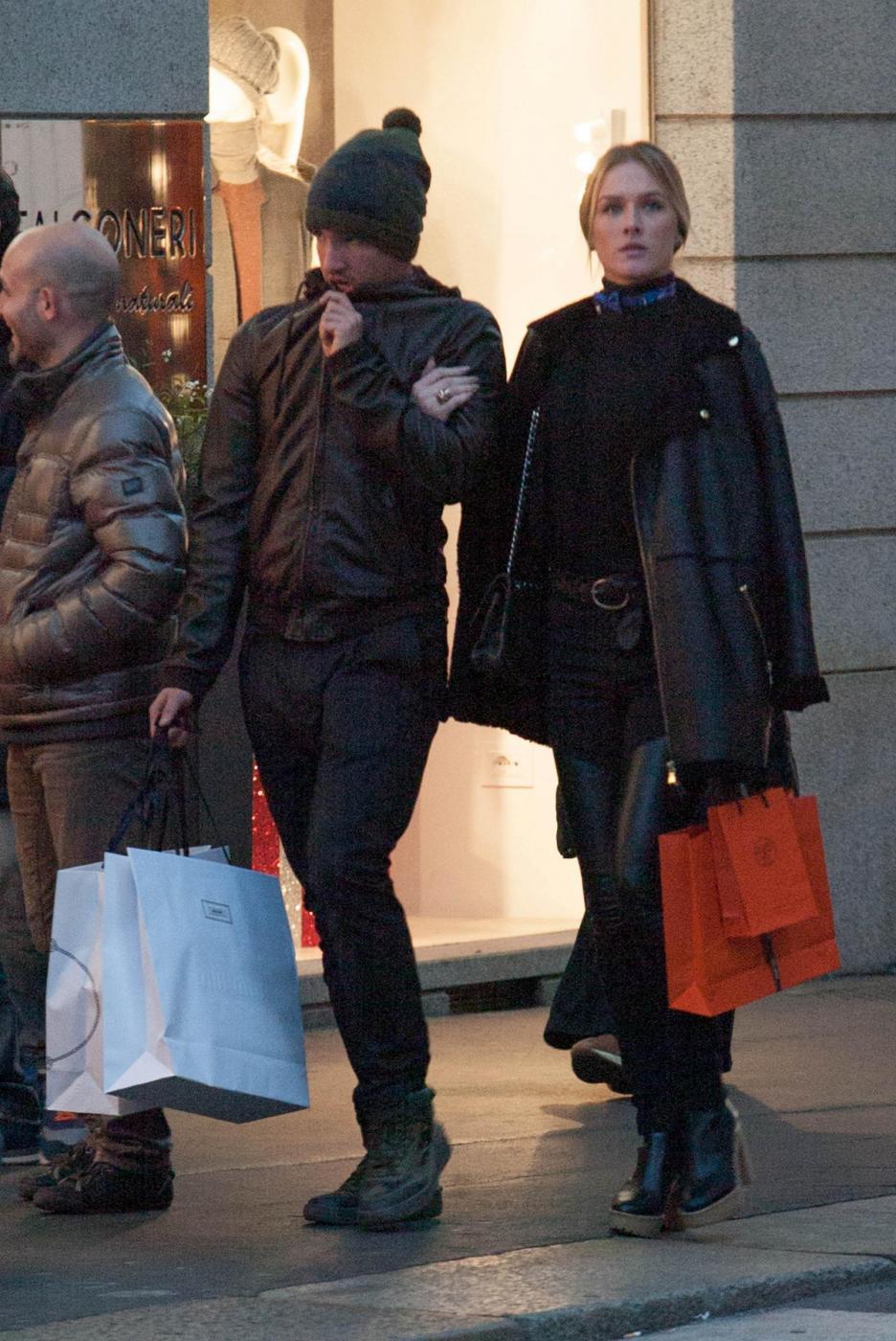 Pato, shopping a Milano con fidanzata Fiorella Mattheis6