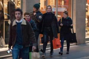 Pato, shopping a Milano con fidanzata Fiorella Mattheis7