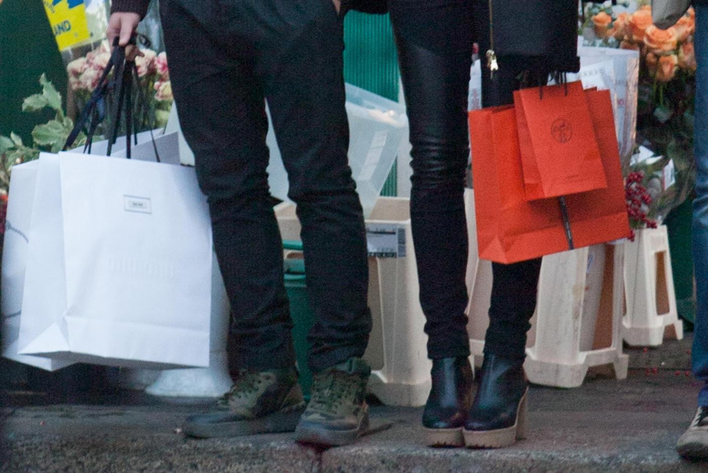 Pato, shopping a Milano con fidanzata Fiorella Mattheis8
