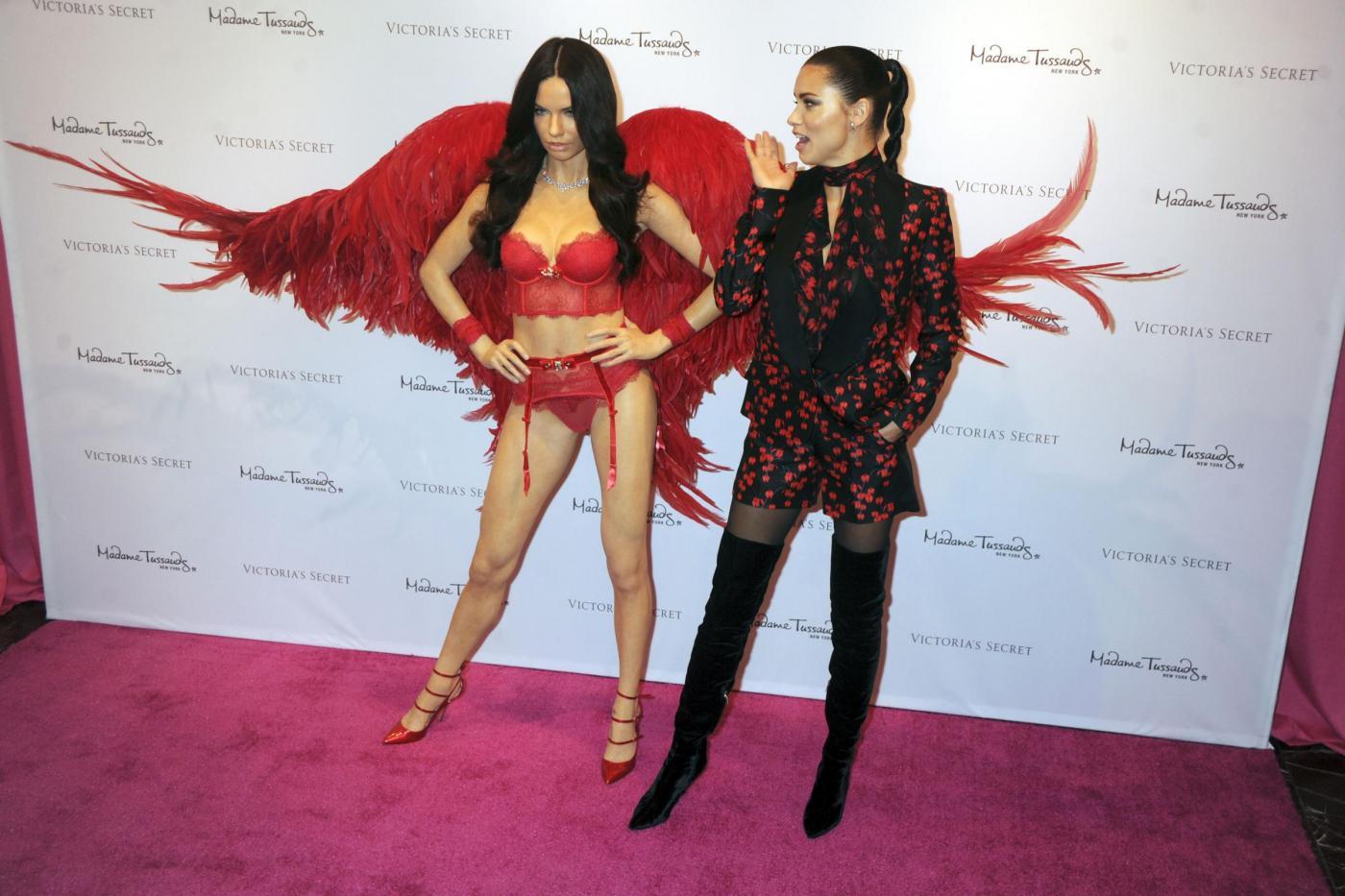 """Adriana Lima choccata: """"La statua di cera è uguale a me6"""