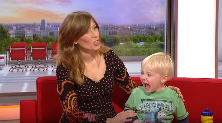Harry in tv con la madre: il piccolo in studio è incontenibile