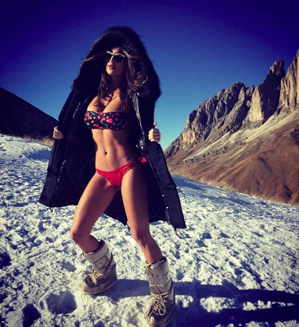 Cristina Buccino in bikini...sulla neve FOTO Fan in delirio