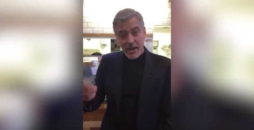 """George Clooney per i senzatetto: """"A Natale donate 5 sterline"""""""