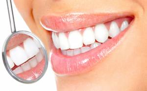 Macchie sui denti, tutte le cause: poca vitamina D, fluoro...
