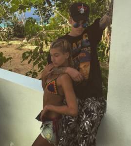 Justin Bieber-Hailey Baldwin flirtano al mare FOTO