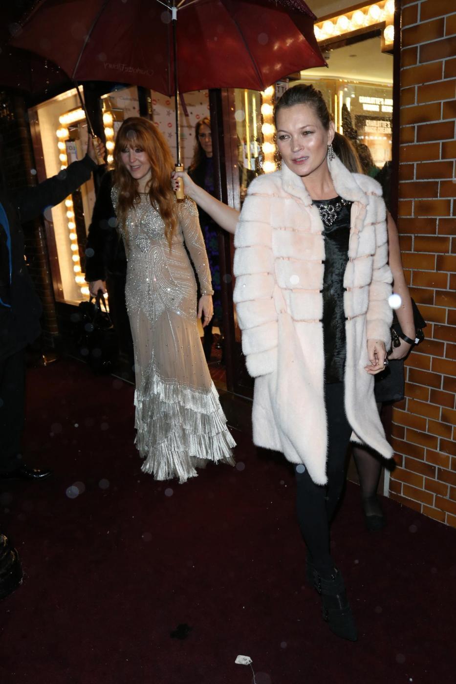 Kate Moss chic con la pelliccia bianca6