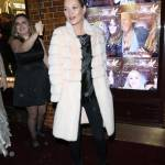 Kate Moss chic con la pelliccia bianca9