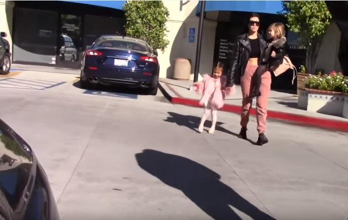 Kim Kardashian, sua figlia North West con manicure ros