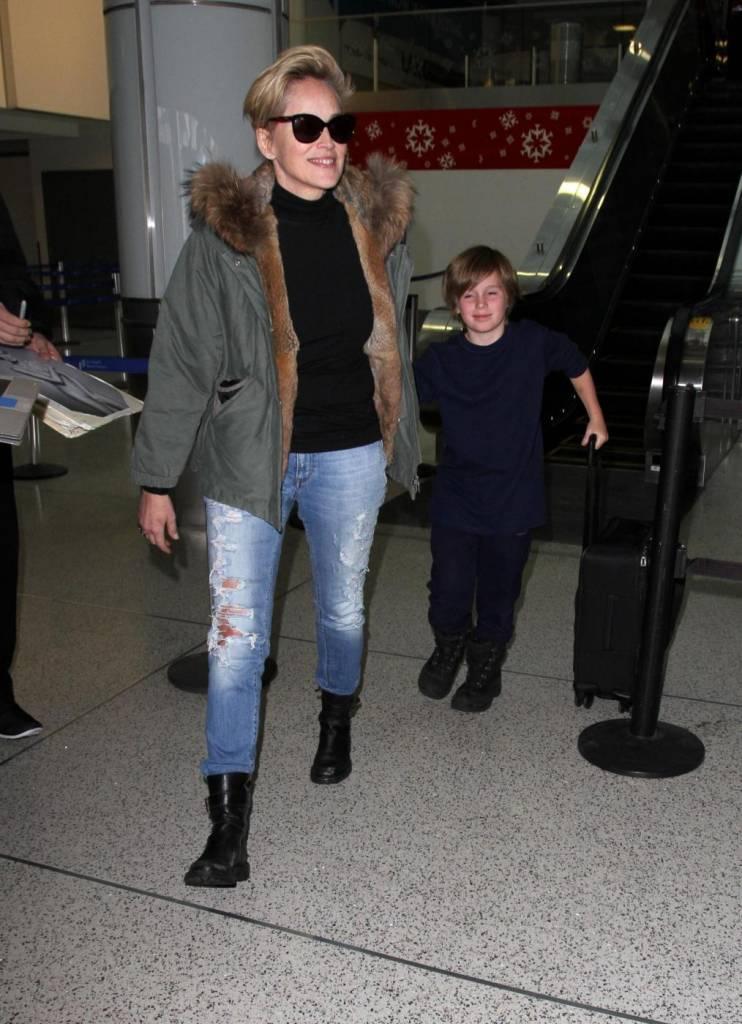Sharon Stone, look casual al ritorno dalle vacanze 19