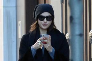 Irina Shayk a passeggio per New York: look bocciato FOTO 1