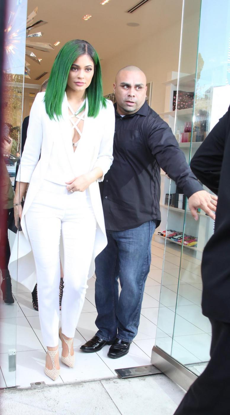 Kylie jenner con i capelli verdi FOTO 11