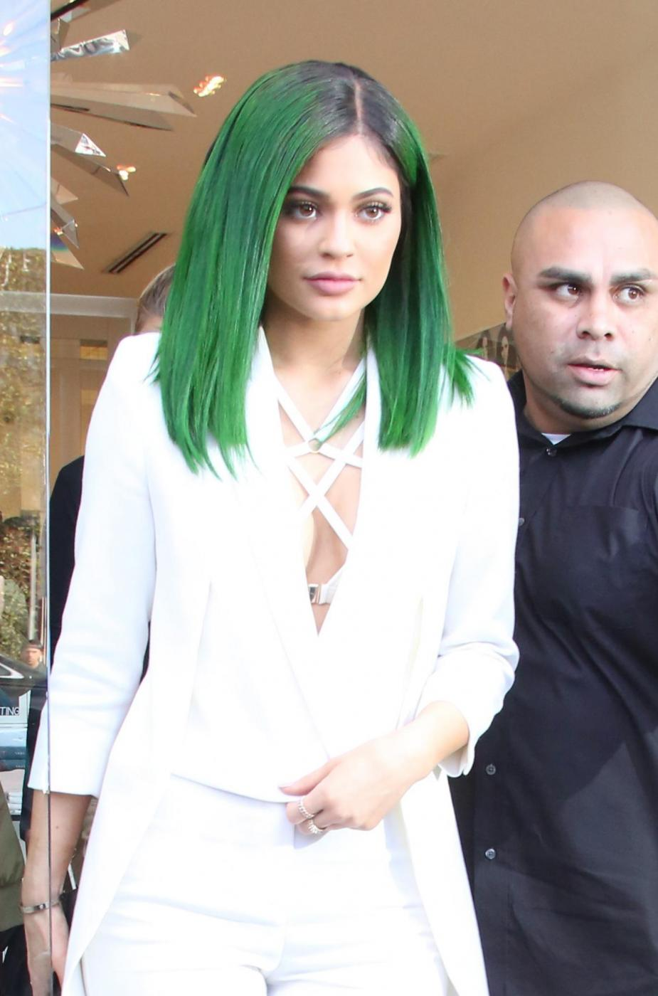 Kylie jenner con i capelli verdi FOTO yu