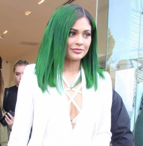 Kylie jenner con i capelli verdi FOTO kl