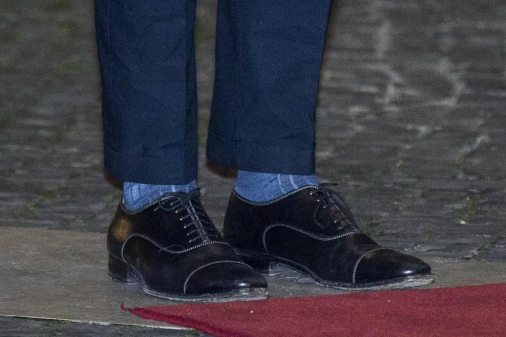 Renzi, ma quale risvoltino. Pantalone va bene, è il calzino che...