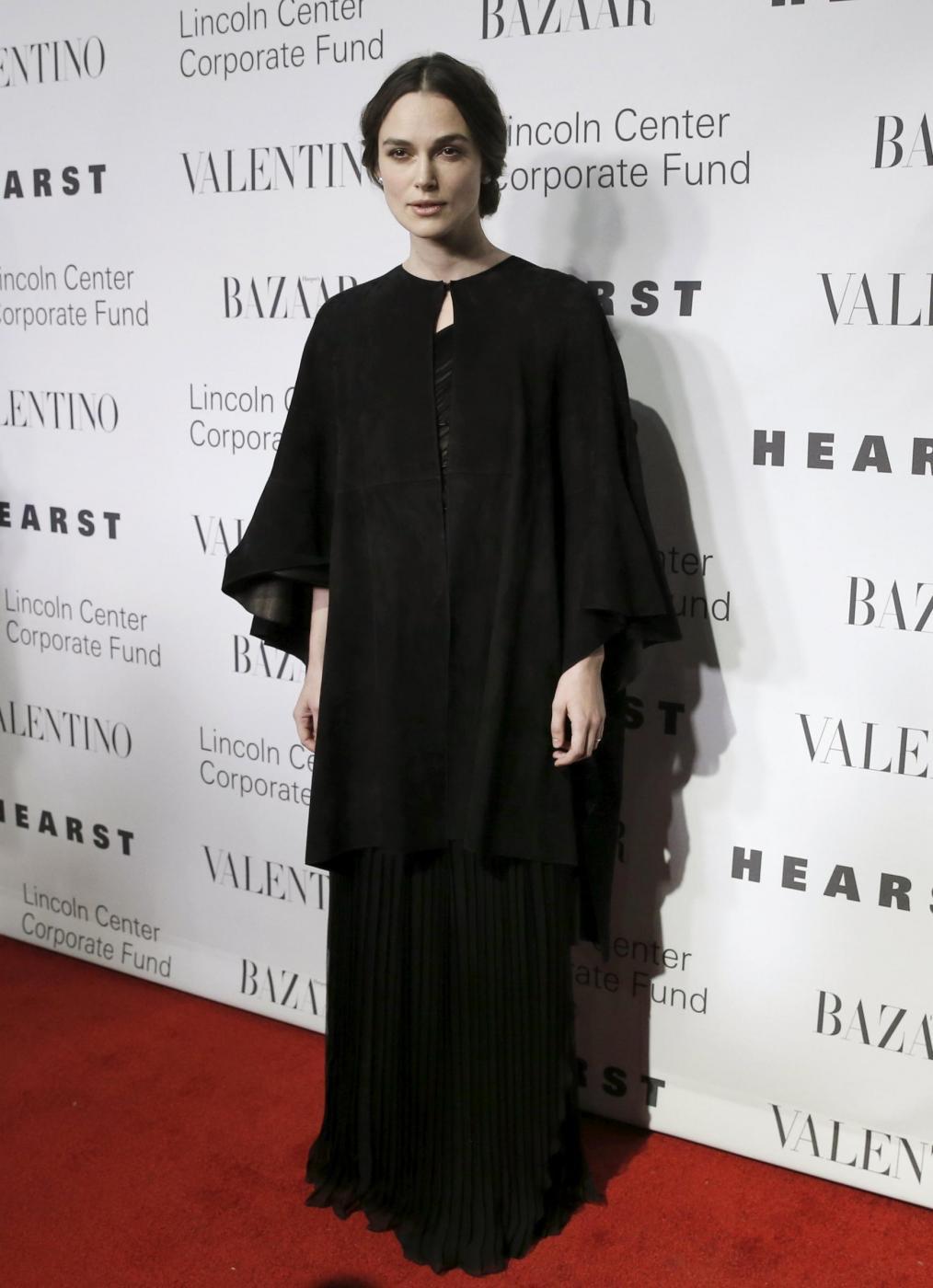 Martina Stoessel (Violetta), Keira Knightley: dive in Valentino FOTO