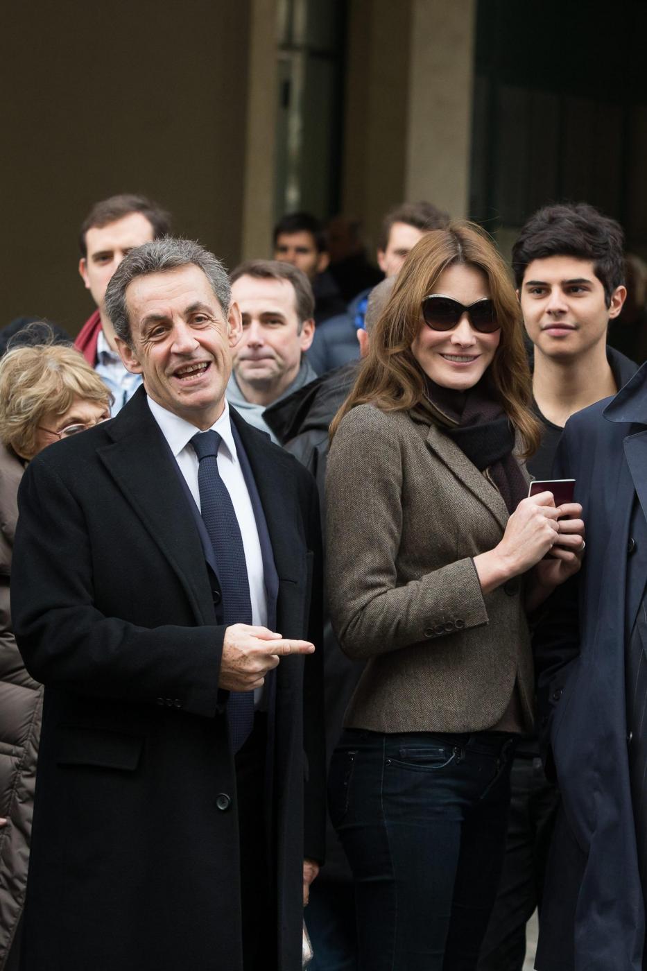 Carla Bruni, quanto botulino? Viso sempre più tirato FOTO