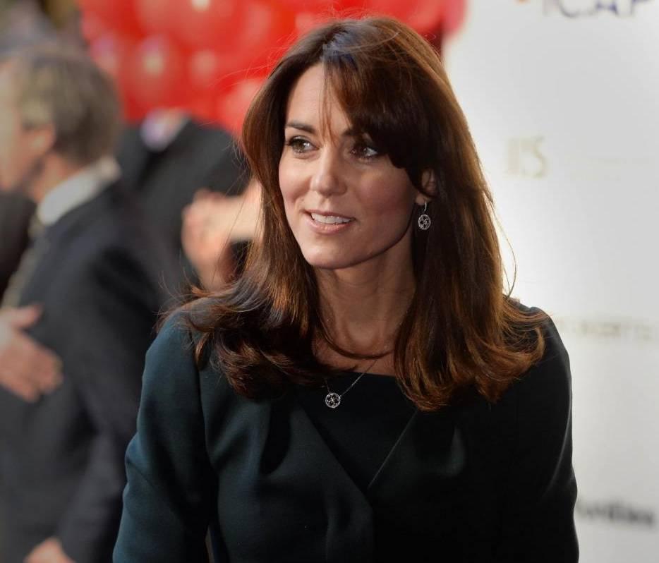 Kate Middleton, completo verde firmato L.K.Bennett FOTO