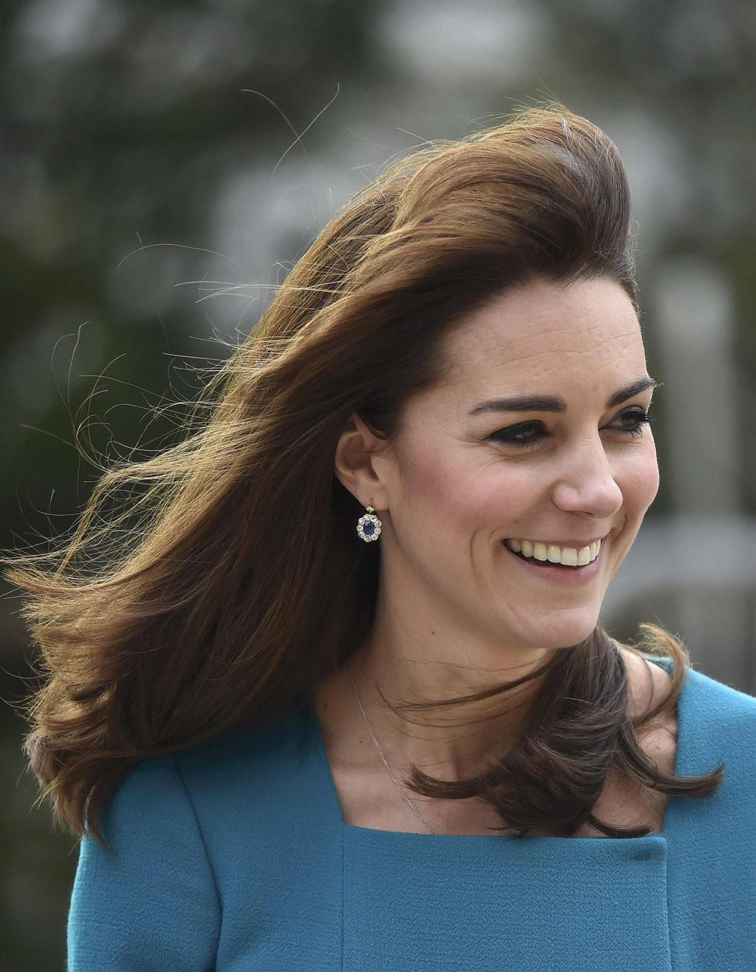 Kate Middleton, cappottino Reiss e abito Emilia Wickstead FOTO