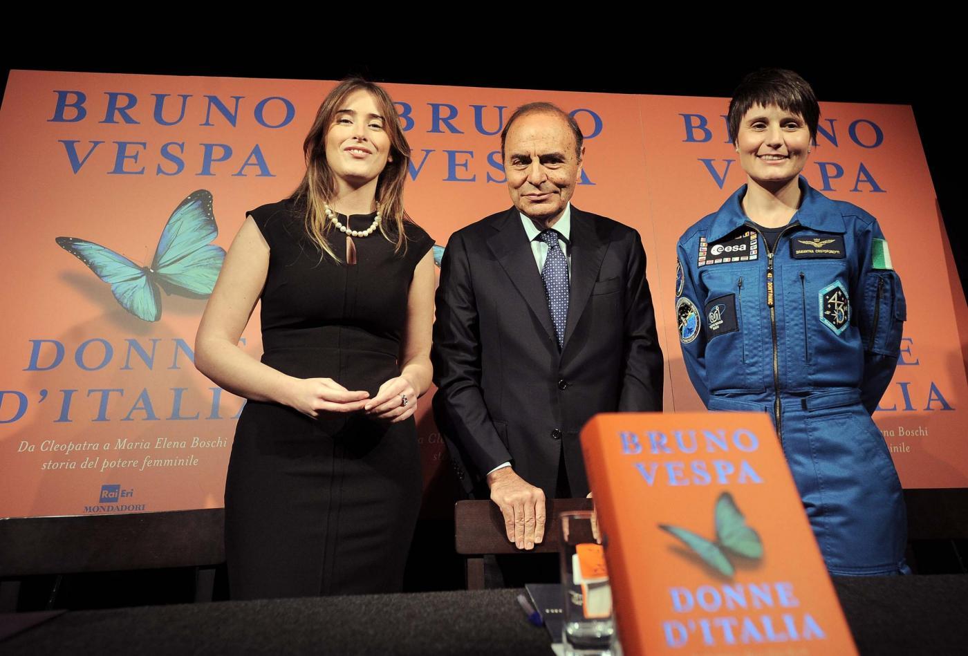 Maria Elena Boschi look: tubino nero aderente FOTO