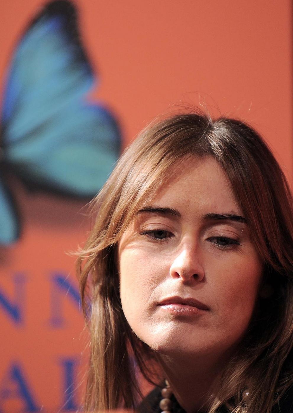 Maria Elena Boschi look: tubino nero aderente FOTO zxx