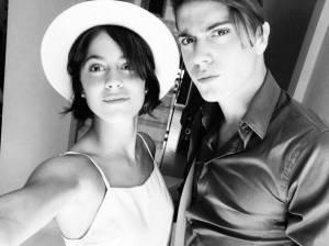 Martina Stoessel (Violetta) selfie col fratello Fran FOTO