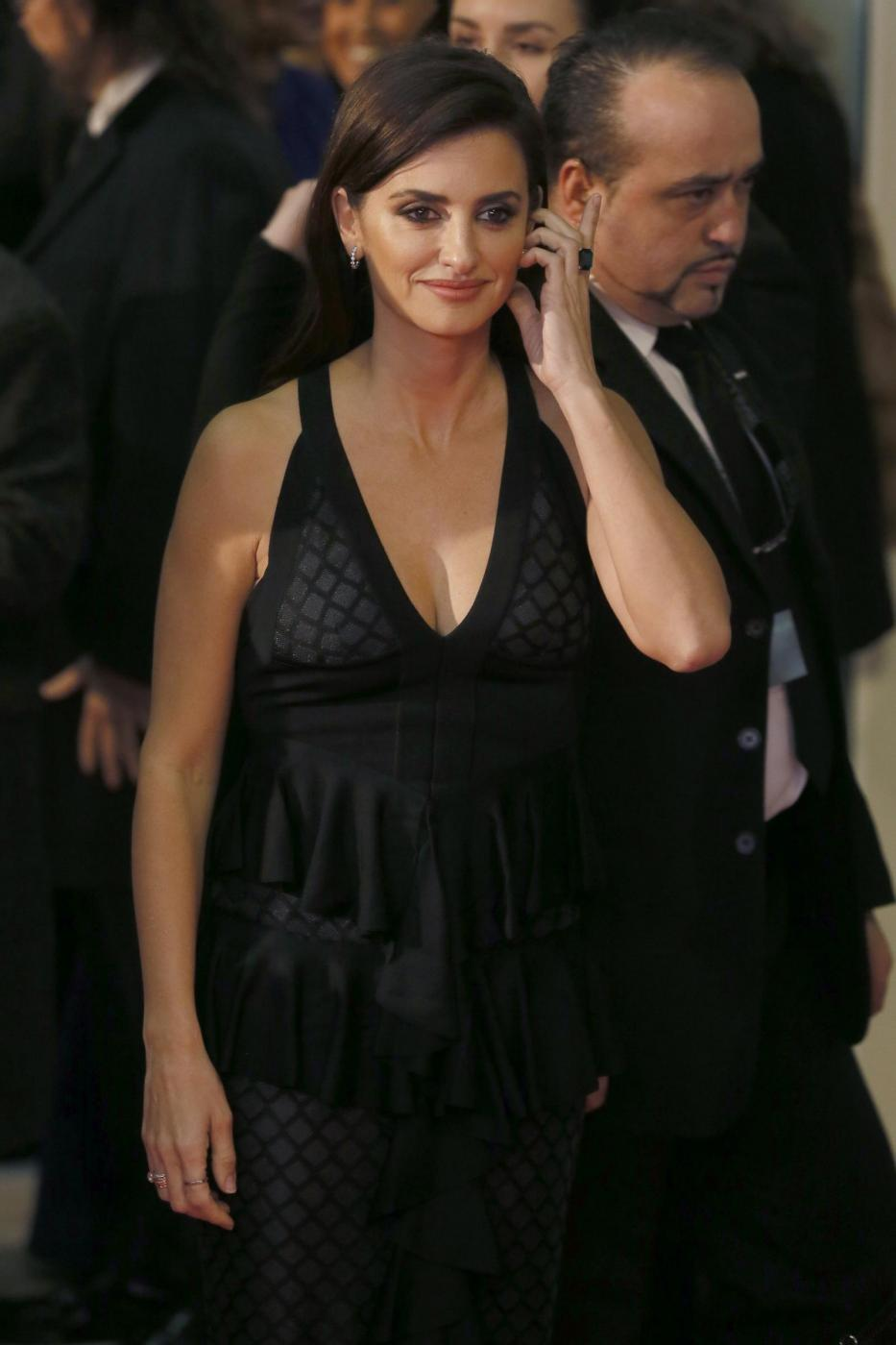 Penelope Cruz sensuale con l'abito scollato12