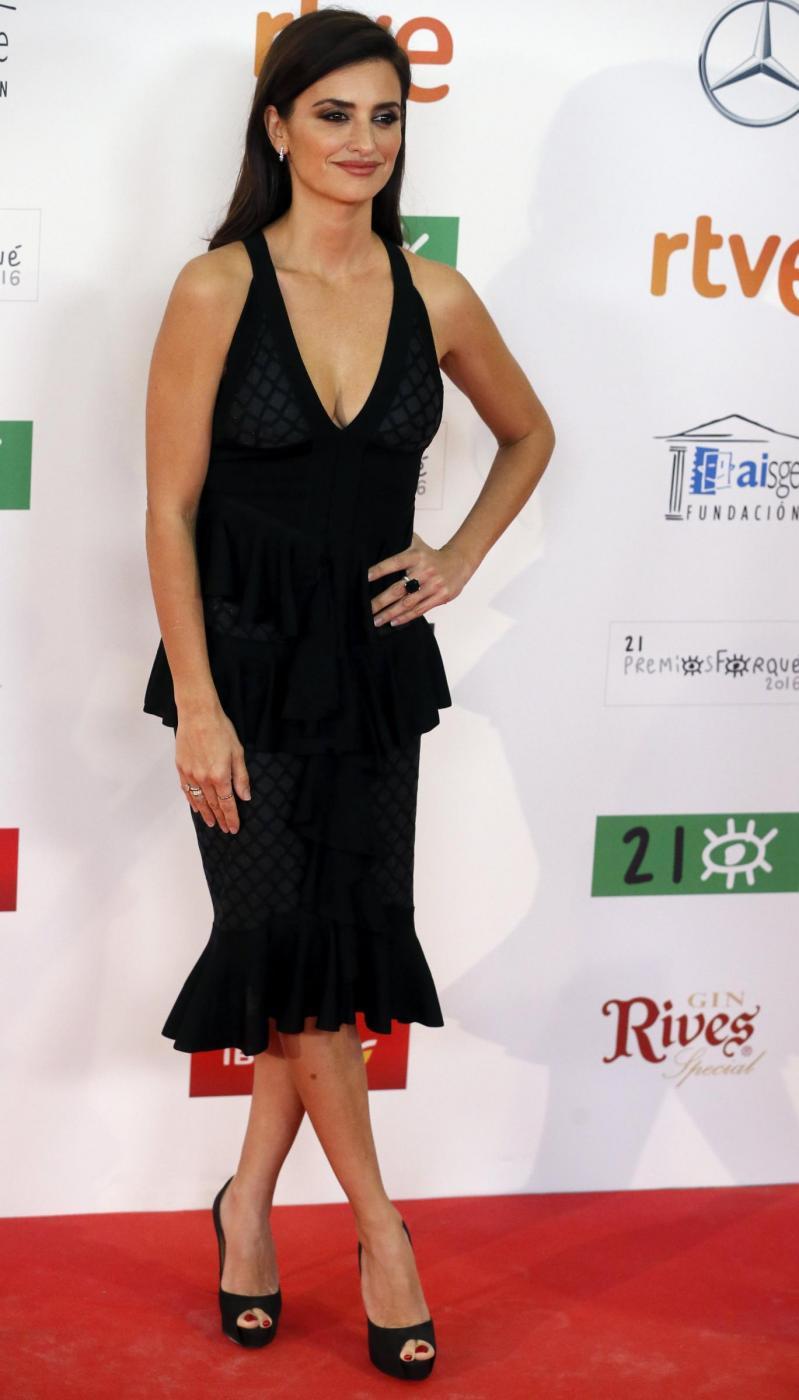 Penelope Cruz sensuale con l'abito scollato10
