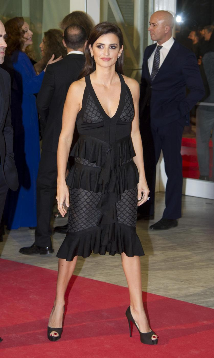 Penelope Cruz sensuale con l'abito scollato7