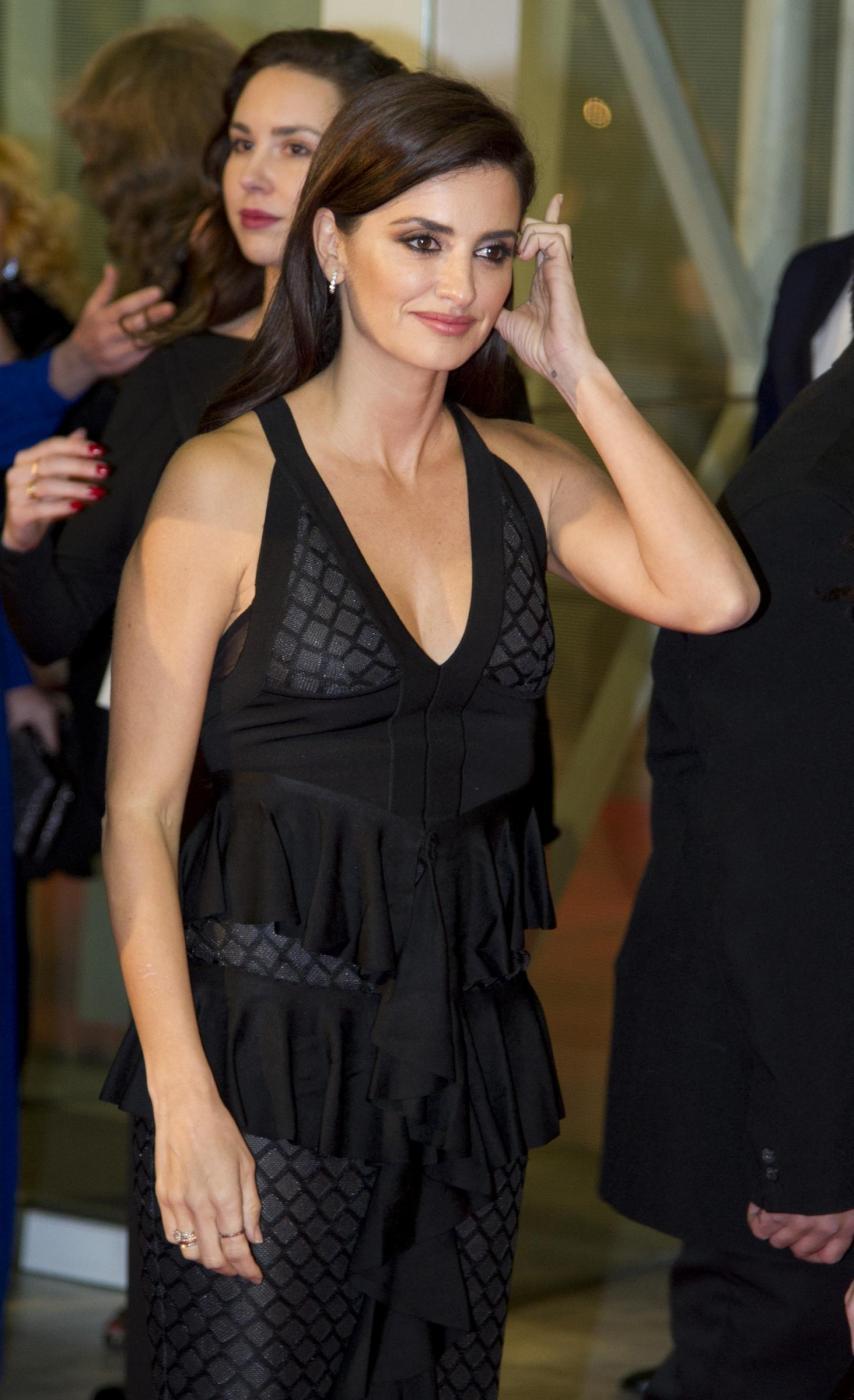 Penelope Cruz sensuale con l'abito scollato5