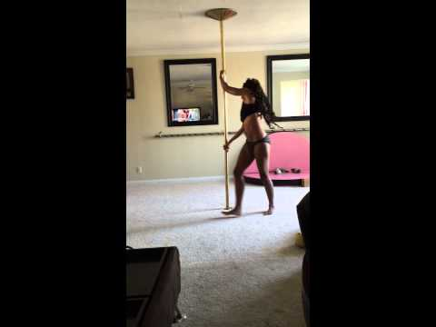Pole dance mentre allatta: Ashley Wright mamma multitasking5
