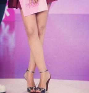 Caterina Balivo, minigonna e sandali FOTO