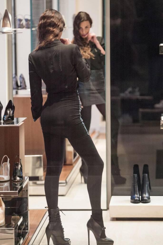 Barbara Guerra, gambe sensuali e lato B in mostra 22