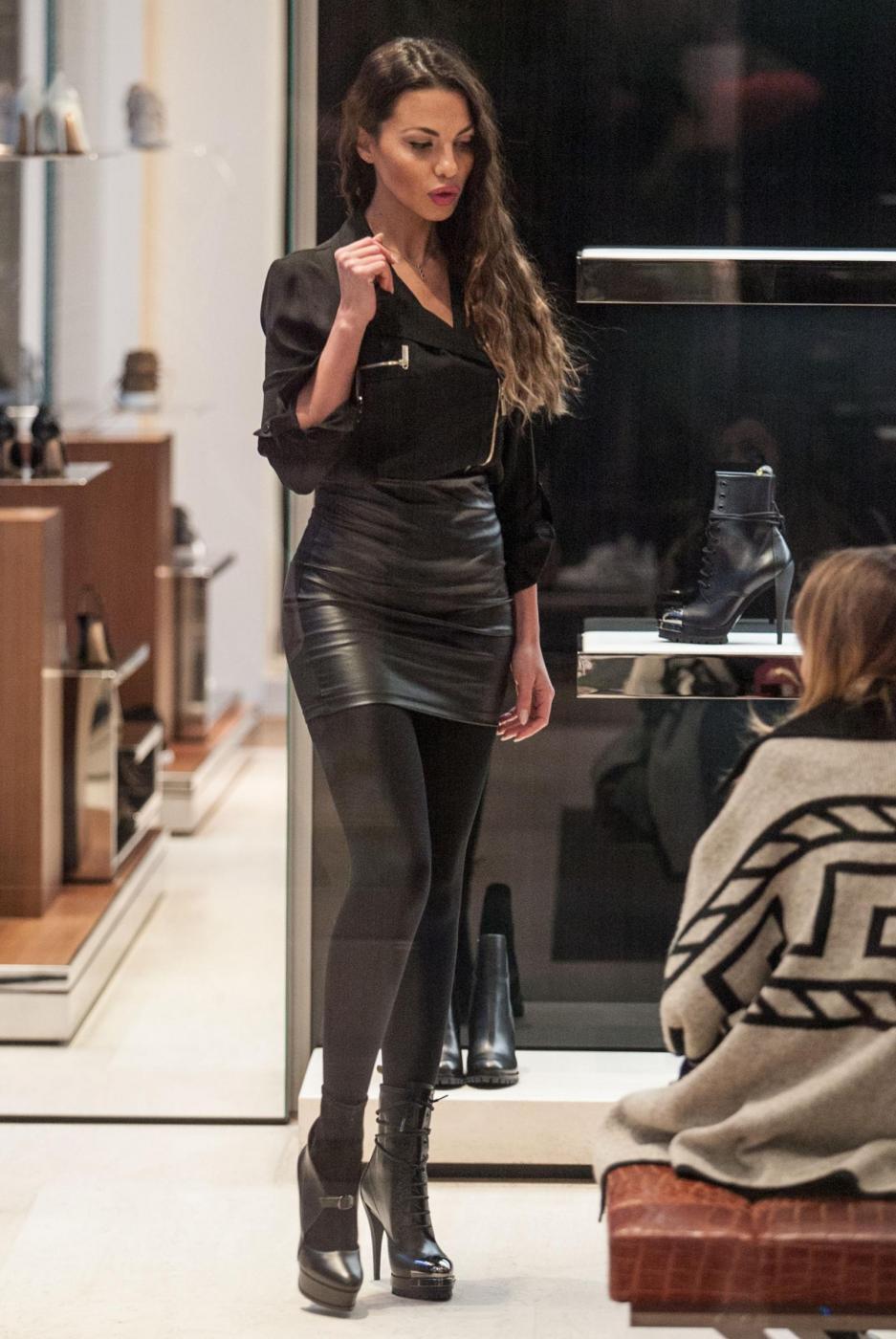 Barbara Guerra, gambe sensuali e lato B in mostra 18