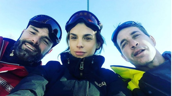 Elisabetta Canalis in forma in tenuta da sci4