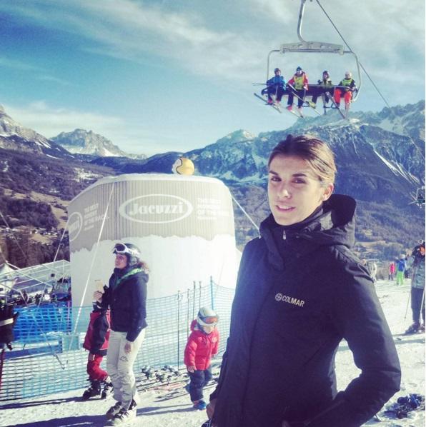 Elisabetta Canalis in forma in tenuta da sci2