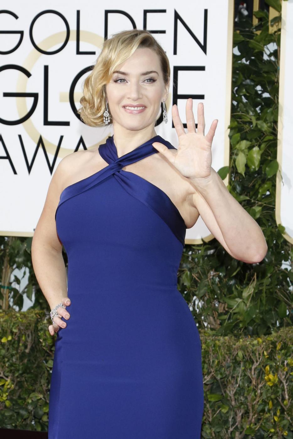 Kate Winslet, vestito blu firmato Dior ai Golden Globe12