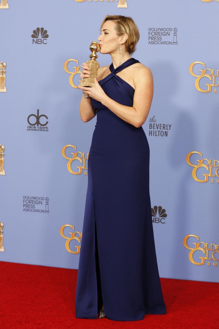 Kate Winslet, vestito blu firmato Dior ai Golden Globe13