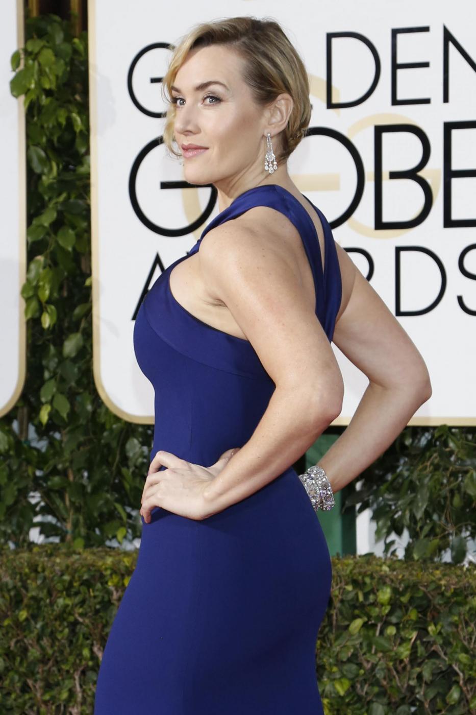 Kate Winslet, vestito blu firmato Dior ai Golden Globe15